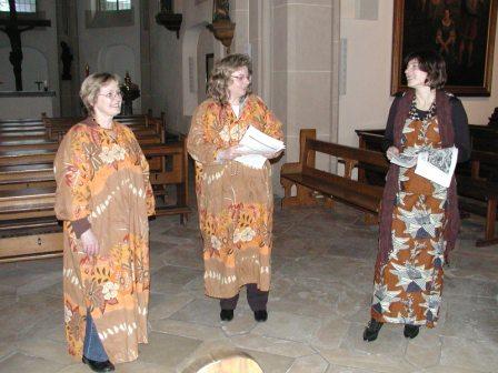 Frauen in der Kirche im afrikanischen Gewand