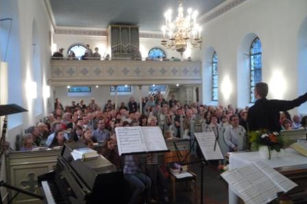 gefüllte Kirche Waldniel