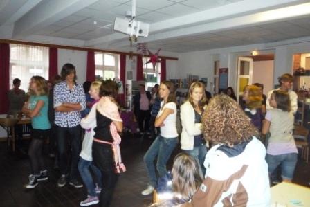 Jugendliche tanzen
