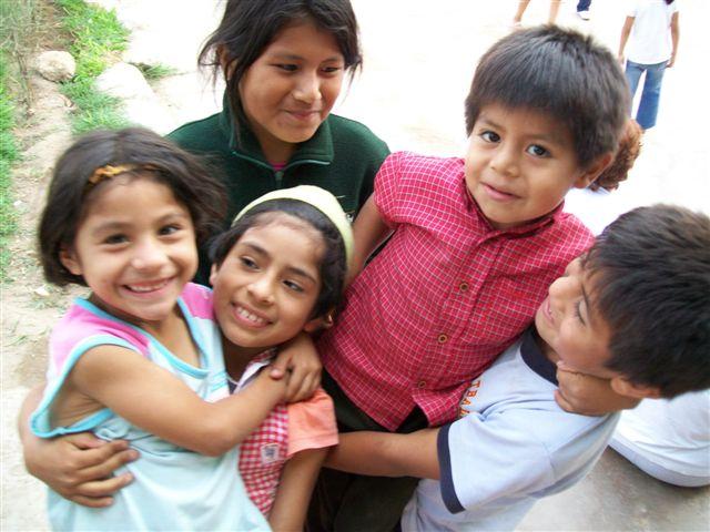 Fröhliche Gesichter - peruanische Kinder