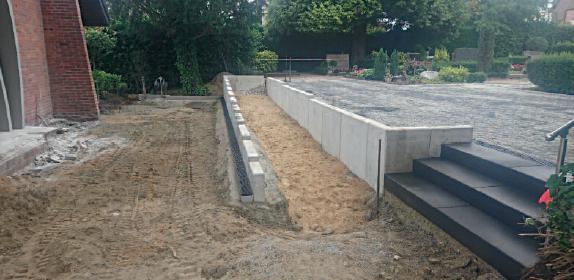 Sanierung der Bänke und Wege auf unserem Friedhof